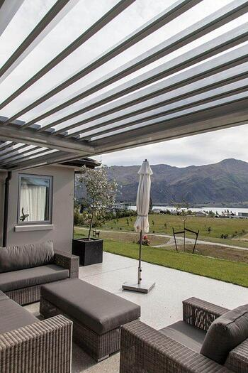 Louvred roof - Cromwell Residence