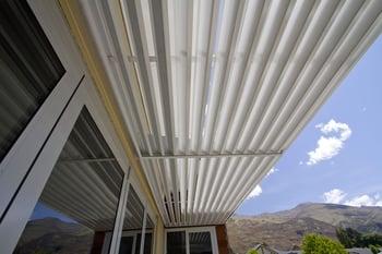 Modular louvre panels - Wanaka Residence