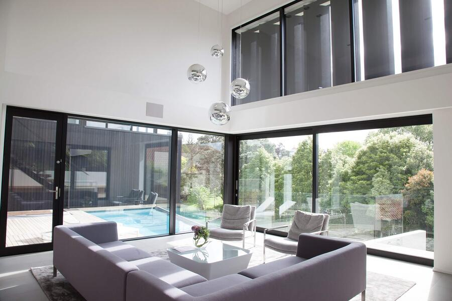 Motorised louvres used for indoor temperature control