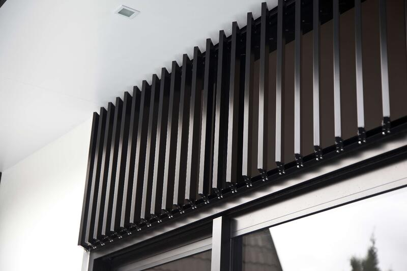 What's the difference between louvre and louver?