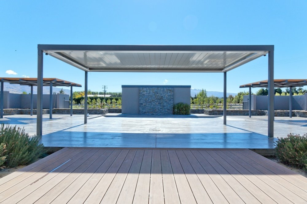 Free standing steel frame with opening louvre roof