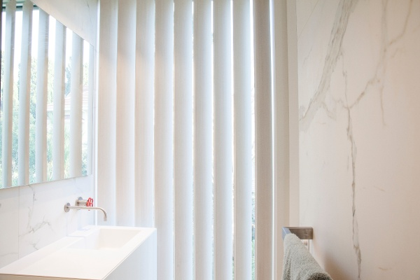 Operable louvres for privacy