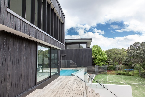 Motorised operable louvres on the exterior of a home
