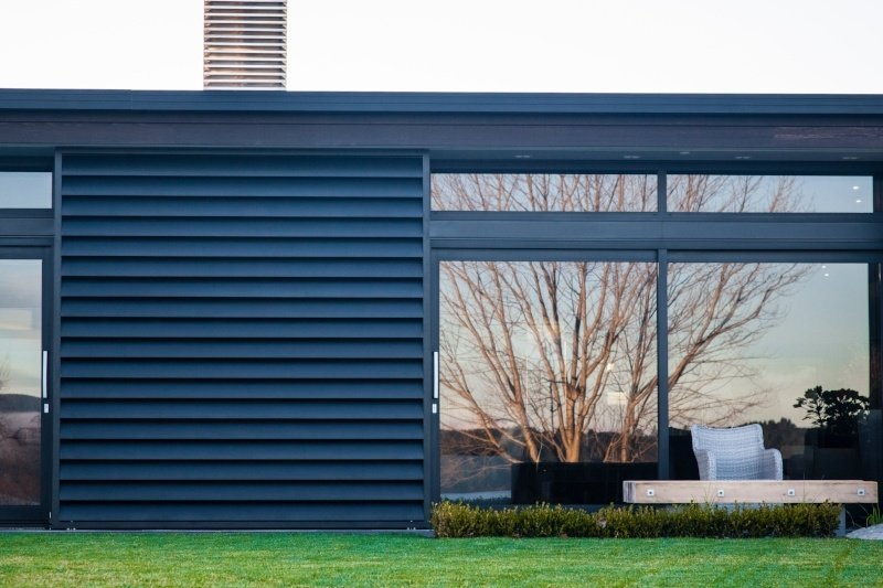 See what you need to know when choosing sliding shutters