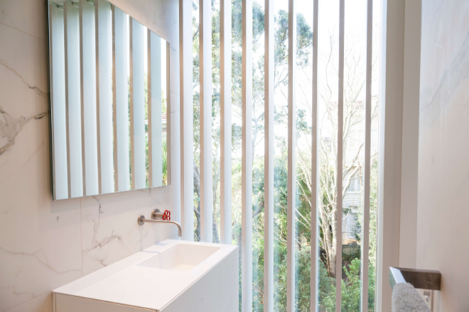 Aurae operable louvres for privacy