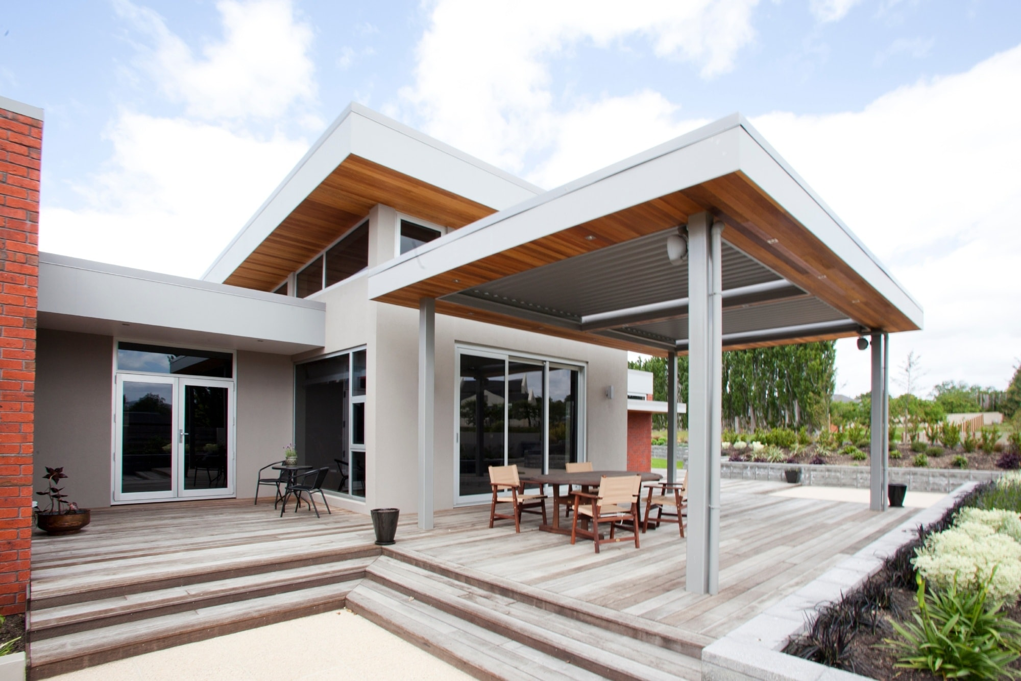 Learn about the Aurae pergola system